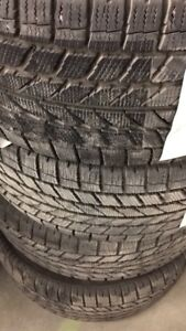4 winter tires comes with the rims 215/50R17