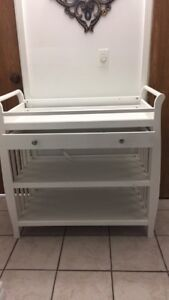 White changing table excellent conditions