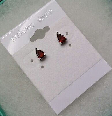 Pretty 0.9 ctw pear shaped natural garnet stud earrings -