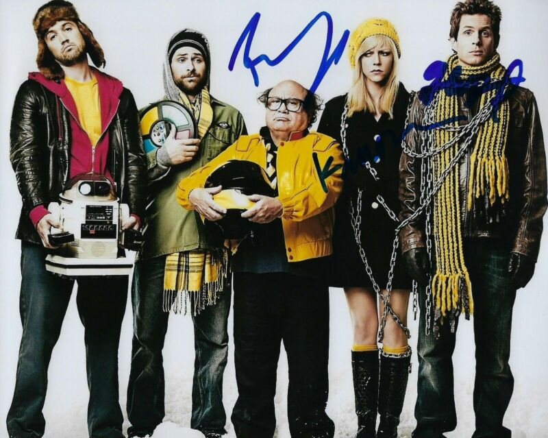 Dennis Mac Dee * IT'S ALWAYS SUNNY IN PHILADELPHIA * Cast Signed 8x10 Photo COA
