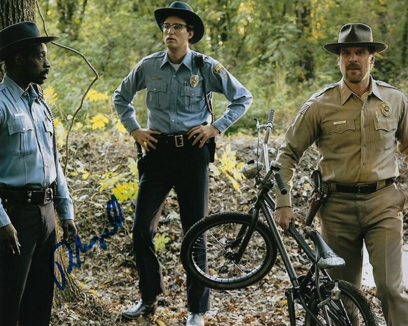 GFA Stranger Things Officer * ROB MORGAN * Signed Autograph 8x10 Photo AD2 COA