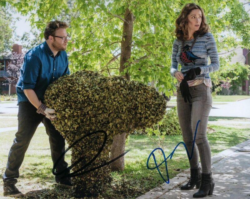 GFA Neighbors * SETH ROGEN & ROSE BYRNE * Signed Autograph 8x10 Photo S3 COA