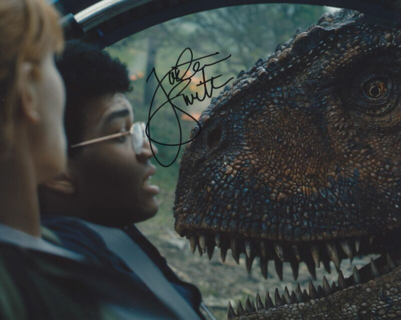 JUSTICE SMITH SIGNED JURASSIC WORLD: FALLEN KINGDOM 8X10 PHOTO 3