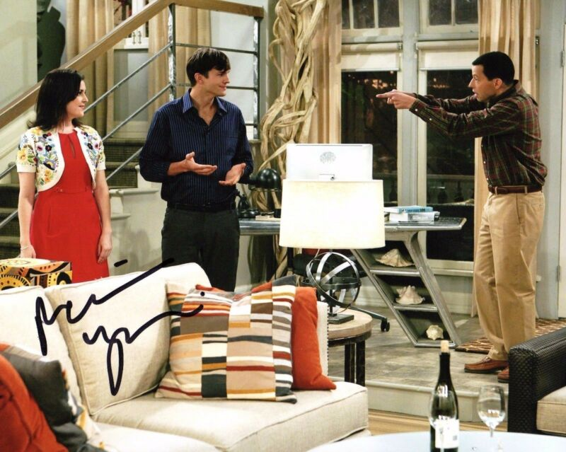 GFA Two and a Half Men * MELANIE LYNSKEY * Signed 8x10 Photo PROOF AD3 COA