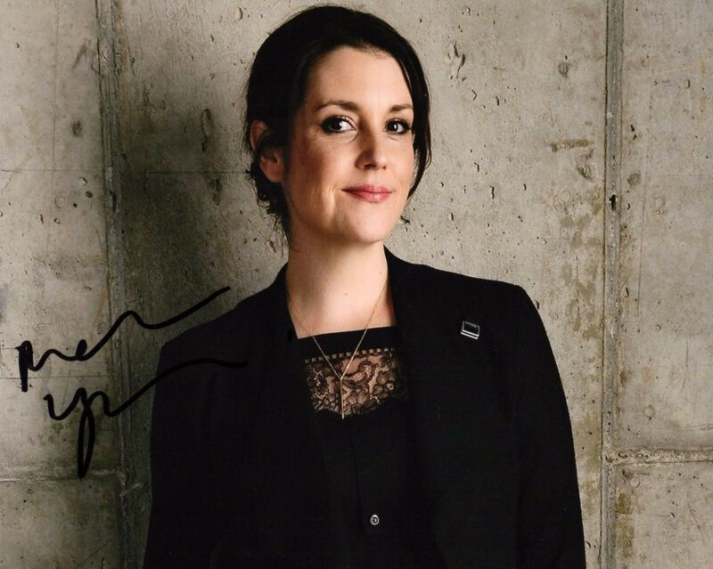GFA Two and a Half Men * MELANIE LYNSKEY * Signed 8x10 Photo PROOF AD4 COA
