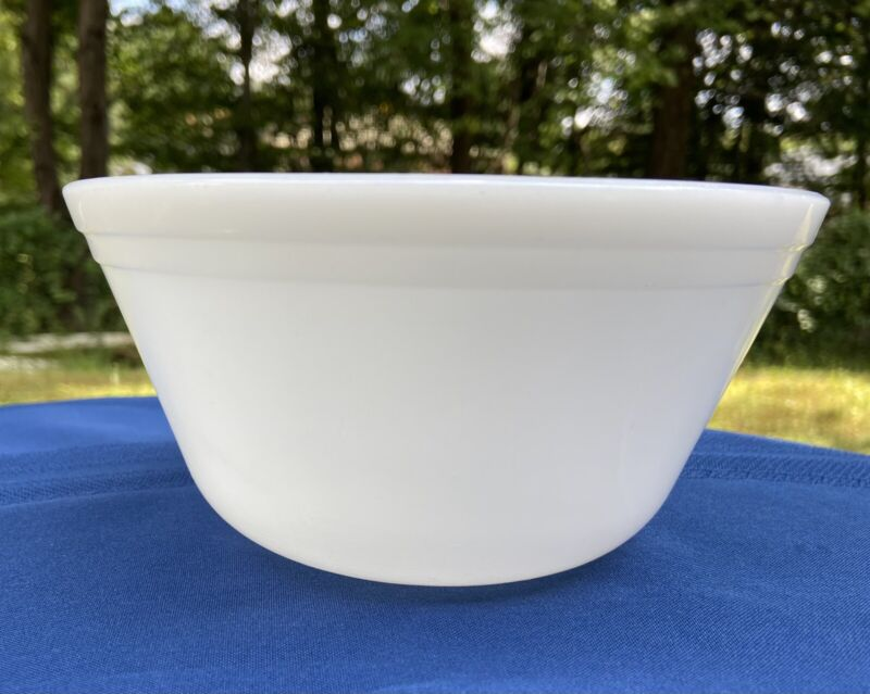 """Federal Glass Milk Glass Mixing Bowl 7"""""""