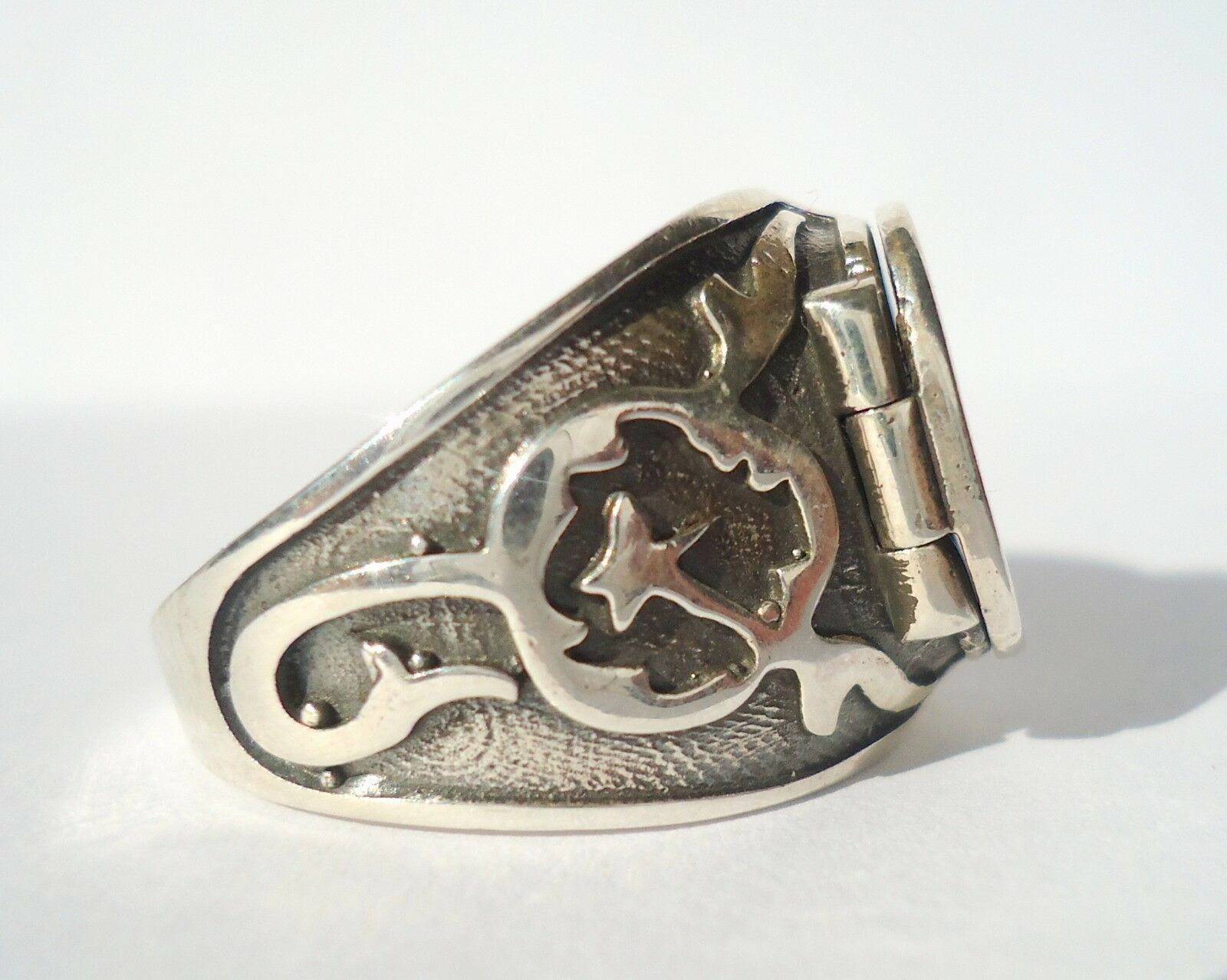 925 sterling silver s ring with poison box