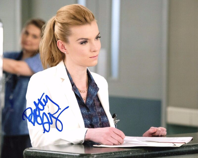 GFA Nurse Jackie * BETTY GILPIN * Signed Autograph 8x10 Photo PROOF AD1 COA