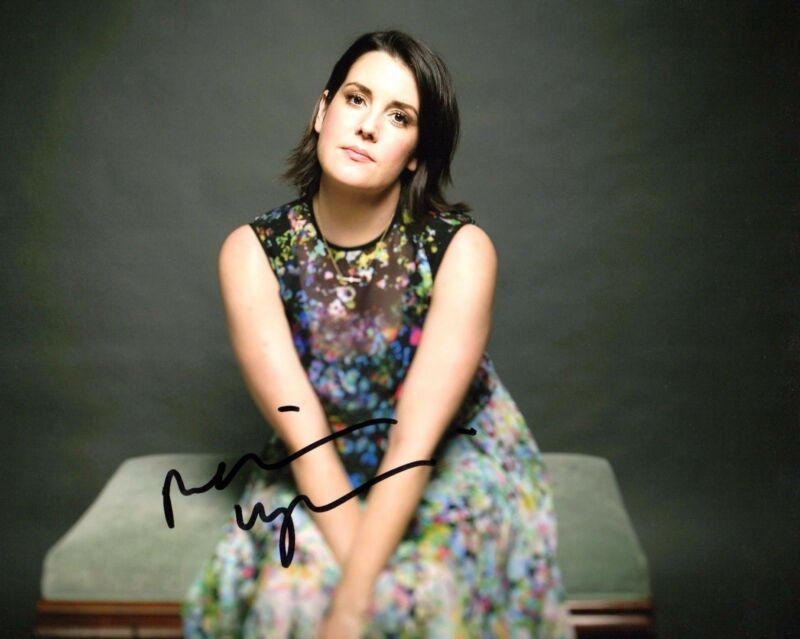 GFA Two and a Half Men * MELANIE LYNSKEY * Signed 8x10 Photo PROOF M2 COA