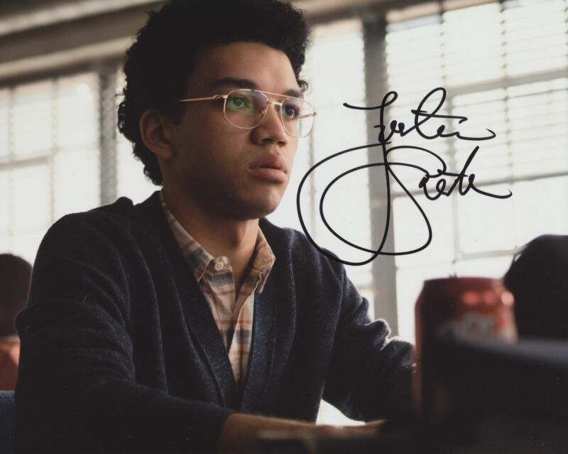 JUSTICE SMITH SIGNED JURASSIC WORLD: FALLEN KINGDOM 8X10 PHOTO 5