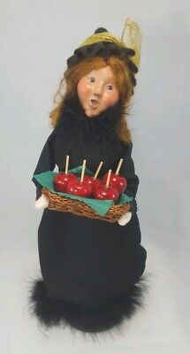 Byers Choice 2010 QVC Exclusive Halloween Witch Caroler with Candy Apples