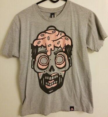 Zombie Cupcake (Johnny Cupcakes Zombie Cupcake on head Mens size Medium M Shirt)