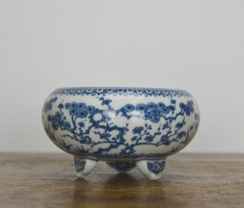 Superb Chinese Ming Style Blue and White Porcelain Tripod Brush Washer