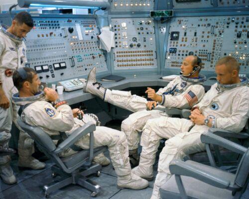 GEMINI 11 PRIME/BACKUP CREWS RELAX @ MISSION SIMULATOR  8X10 NASA PHOTO (BB-835)
