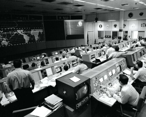 OVERALL VIEW OF MISSION CONTROL DURING APOLLO 10 - 8X10 NASA PHOTO (ZZ-650)