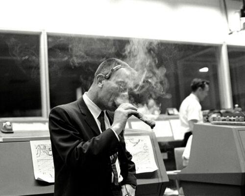 DEKE SLAYTON CELEBRATES GEMINI 6A LAUNCH WITH LARGE CIGAR - 8X10 PHOTO (AA-572)