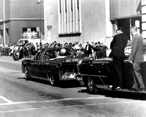 JOHN F. KENNEDY & JACKIE IN LIMO JUST PRIOR TO ASSASSINATION 8X10 PHOTO (OP-877)
