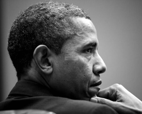 BARACK OBAMA AT WHITE HOUSE MEETING IN 2013 - 8X10 PHOTO (ZZ-617)