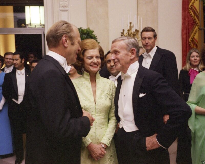 President Gerald Ford Betty with Fred Astaire at White House New 8x10 Photo