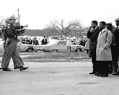 """ALABAMA TROOPERS GIVE """"2-MINUTE WARNING"""" ON """"BLOODY SUNDAY""""  8X10 PHOTO (AA-762)"""