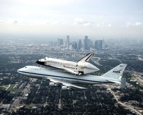 SPACE SHUTTLE ENDEAVOR FERRIED BY CARRIER AIRCRAFT - 8X10 NASA PHOTO (EE-060)
