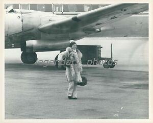 1975 Jackie Kennedy on Ski Trip by Plane Original News Service Photo