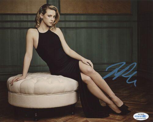 Lili Reinhart Riverdale Autographed Signed 8x10 Photo ACOA