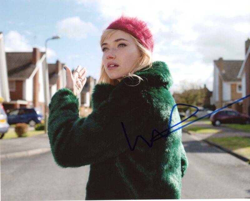 "Imogen Poots ""A Long Way Down"" AUTOGRAPH Signed 8x10 Photo"