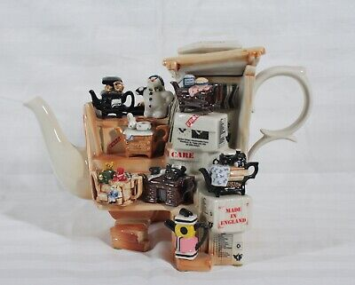 RARE CARDEW LIMITED EDITION MARKETPLACE STALL  #3094 OF 5000 TEAPOT & CRATE  NEW