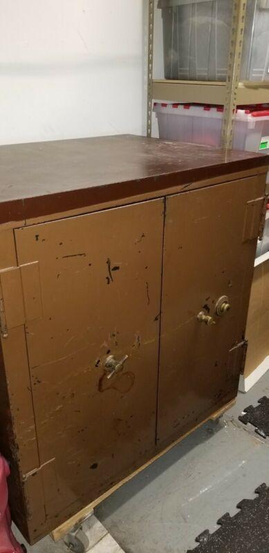 VINTAGE SAFE-YALE LOCK -DOUBLE DOOR