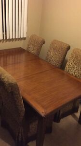 Dinning table and chairs in new condition