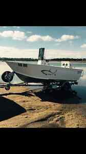 Makocraft 4.85M centre console 75HP Evindrude ETEC with 35hrs. Craigieburn Hume Area Preview