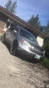 Honda CR-V FULLY LOADED, LOW KMS, great on gas!