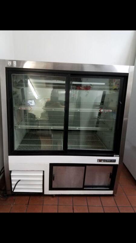 true refrigerator display case