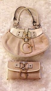 Guess purse and matching wallet  Windsor Region Ontario image 1