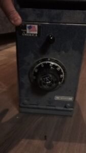Set of two small safes