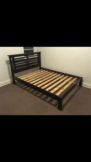 Queen size solid timber bed