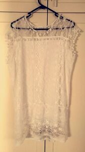 White lace top Craigmore Playford Area Preview