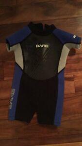 Bare tadpole wet suit