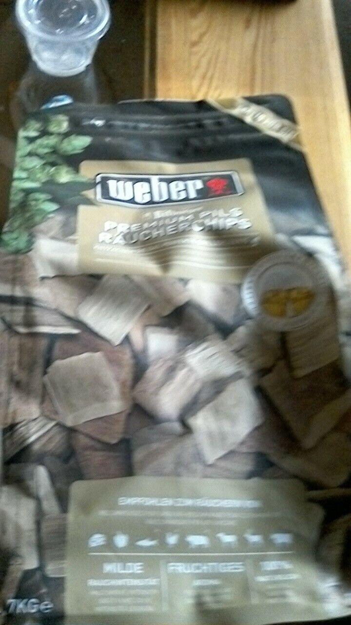 Weber Grill Premium Pils Räucherchips 0,7 kg Bitburger BBQ Smoker NEU