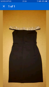 BLACK STRAPLESS DRESS WITH SILVER DETAIL STRAP. Gwelup Stirling Area Preview