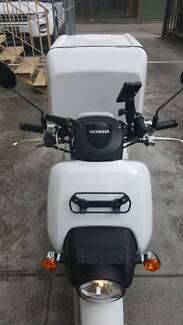 Professional Food delivery scooter Honda Benly white MW110 2017