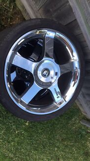 2x 19 inch commodore rims and tyres Windale Lake Macquarie Area Preview
