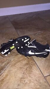 Never worn Nike soccer/football cleats Size 7