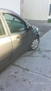 Voiture grise Ford Focus 2003
