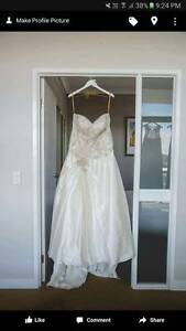 Roz La Kelin Wedding Dress - Size 20au Mackay Mackay City Preview