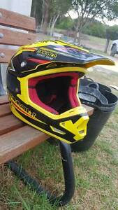 Large Dirt Bike helmet ANSR answer Lisarow Gosford Area Preview