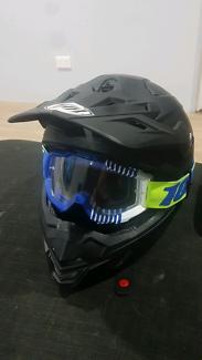 Helmet thh dirtbike helmet an goggles