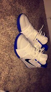kyrie 3 basketball shoes not used much