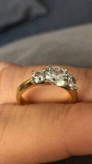 18k 3 Diamond Stone Engagement Ring